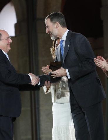 Recogiendo el Premio Nacional de Innovación de manos de El Rey D. Felipe VI